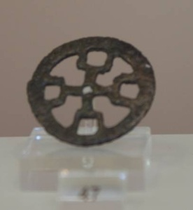 22 B 7672 BRONZE WHEEL Geometric period (8th) Diameter 0.038 m