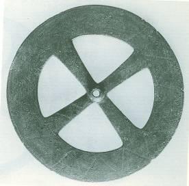26 Br 7130 BRONZE WHEEL Geometric period (8th) Diameter = 0.119m