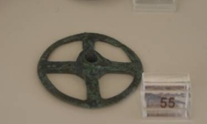 27 Br 8831 BRONZE WHEEL Geometric period (8th) Diameter 0.054 m
