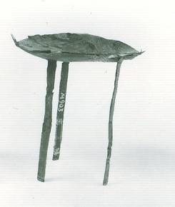 32 M 903 BRONZE TRIPOD Geometric period (8th) Height = 4cm Diameter = 6.3 cm