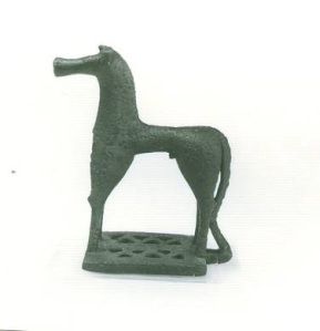 42 Br 1154 BRONZE FIGURINE OF HORSE Geometric period (8th) Height: 9.3cm length: 7.5 cm