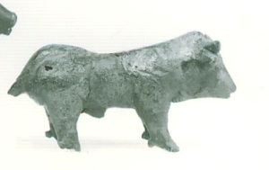 52 B 612 BRONZE FIGURINE OF BULL (8th) Height: 0.044 m length: 0.084 m