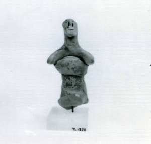 62 T 821D TERRACOTTA FIGURINE OF CHARIOTEER height: 9.6 cm