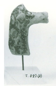 69 T 827D CLAY HORSE Height: 5.5 cm