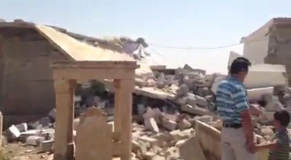 Video: destroyed Ezidi shrine and cementery by ISIS (c) Êzidî Press, Twitter, 31. August 2014
