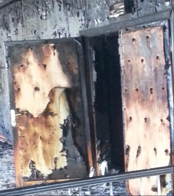 Kendisine 'siyasetçi' diyenlerin kışkırttığı barbarlar, çocukların kütüphanesini yaktılar. Kültür merkezini yıktılar. (c) Ömer Çelik, Twitter, 11 Ekim 2014h