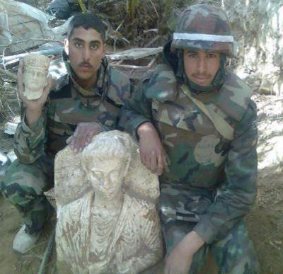 Looted funerary bust from Palmyra flanked by two Syrian soldiers (Michel al-Maqdissi, ASOR, 8th July 2014)