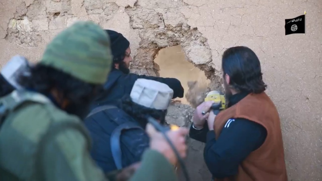 Islamic State attack on Nimrud (video release: 11th April 2015 - 00h03m25s)