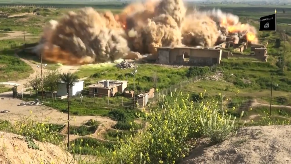 Islamic State attack on Nimrud (video release: 11th April 2015 - 00h06m22s a)
