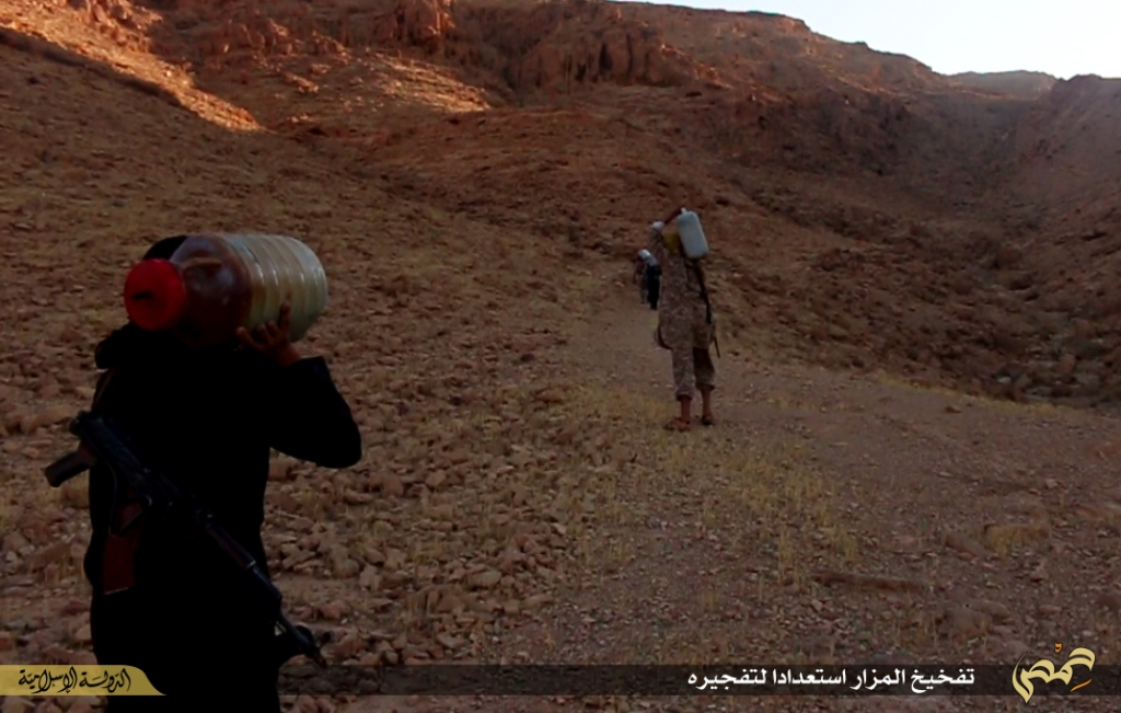 Photographer's report: Removal of the landmarks of polytheism in the city of Palmyra (Islamic State, 22nd June 2015 a)