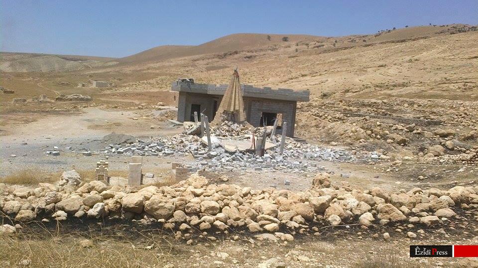 Zerstörte Heiligenstätte in Gabar, Shingal (c) Êzîdî Press, 12. Juli 2015