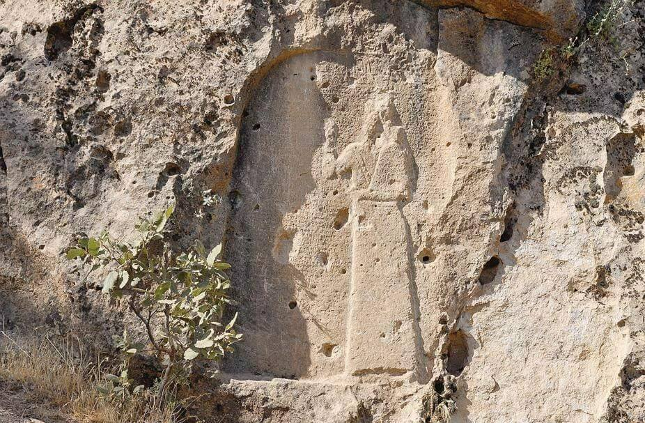 'Deliberate damage to ruins of Assyrian city Khenis in #Iraq's #KRG. It was built around 700 BC by King Sennacherib.' (c) Sinan Salaheddin, Twitter, 23rd February 2016 C