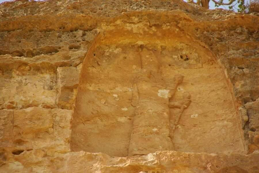 'Deliberate damage to ruins of Assyrian city Khenis in #Iraq's #KRG. It was built around 700 BC by King Sennacherib.' (c) Sinan Salaheddin, Twitter, 23rd February 2016 D