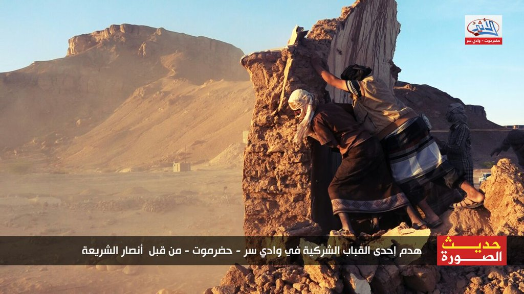 destruction of shrine in Hadhramaut, Yemen, by Ansar al-Sharia (c) wkalh22501, Twitter, 7.34am, 30th January 2016 (a)
