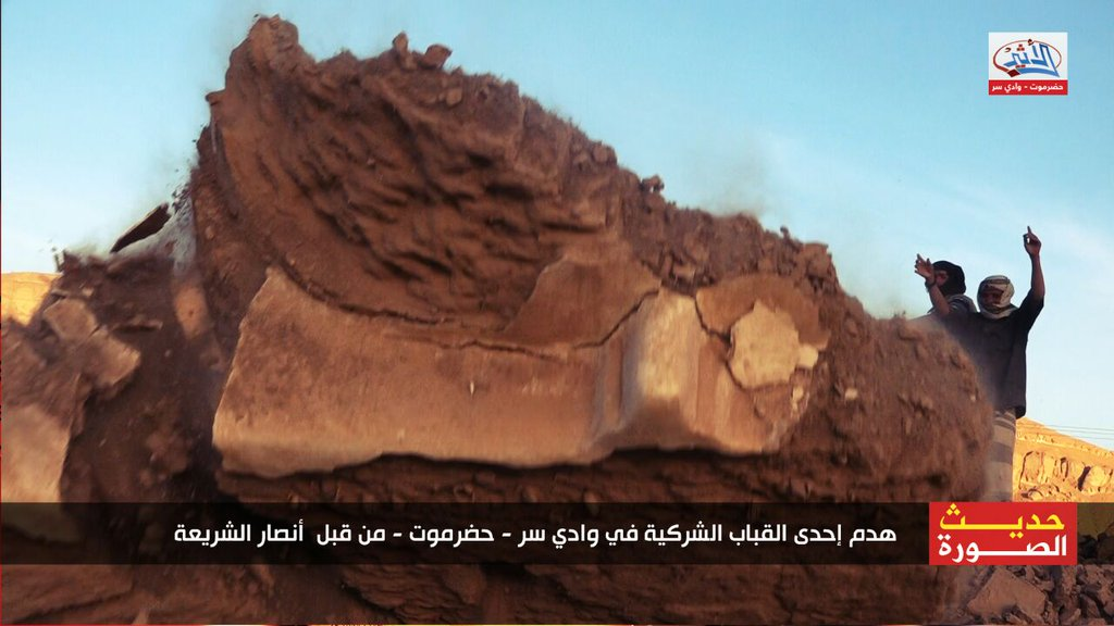 destruction of shrine in Hadhramaut, Yemen, by Ansar al-Sharia (c) wkalh22501, Twitter, 7.34am, 30th January 2016 (c)