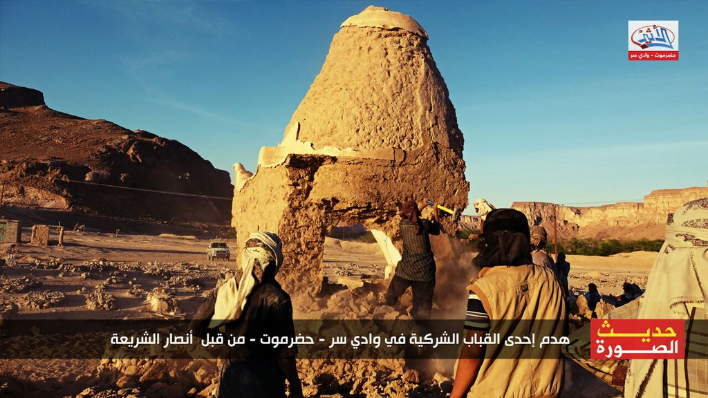 destruction of shrine in Hadhramaut, Yemen, by Ansar al-Sharia (c) wkalh22501, Twitter, 7.35am, 30th January 2016 (d)