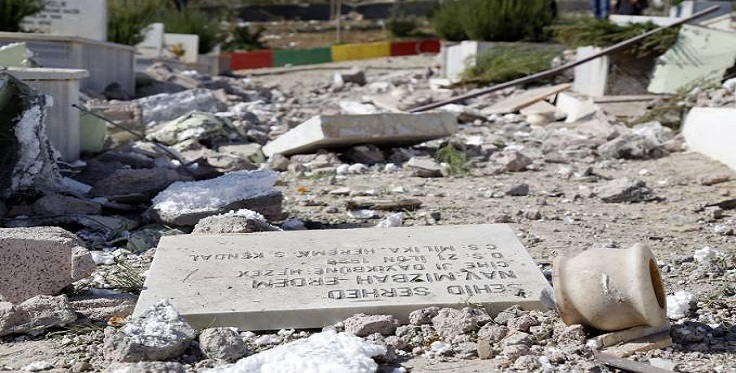 Turkish soldiers demolish martyrs' cemetery and mosque in Lice (c) Firat News Agency, 18th October 2015